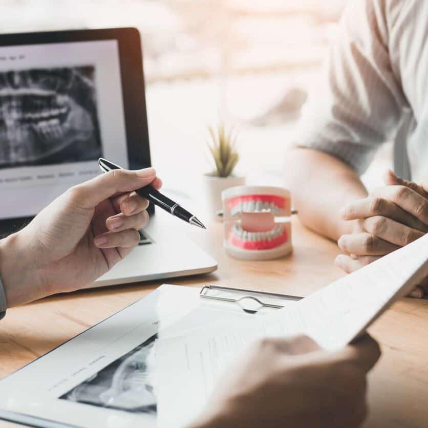 Implantes dentales en Goya